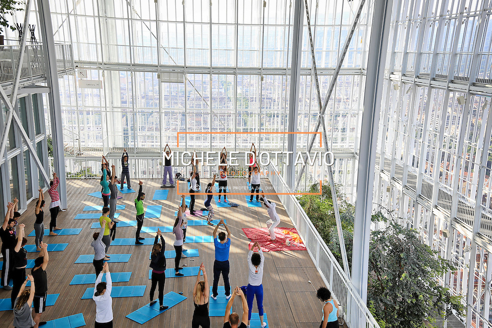 Yoga sulla vetta del grattacielo Intesa Sanpaolo di Torino <br /> nella serra bioclimatica del 35&deg; piano <br /> 18 giugno 2016