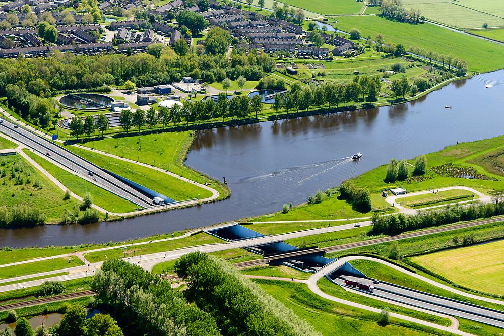 Nederland, Friesland, Súdwest-Fryslân, 07-05-2018; <br /> Sneek, Aquaduct De Geeuw (Fries: Geau-akwadukt),  N7 en riviertje De Geau.<br /> <br /> luchtfoto (toeslag op standard tarieven);<br /> aerial photo (additional fee required);<br /> copyright foto/photo Siebe Swart
