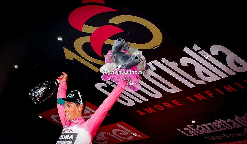 Foto LaPresse - Spada<br /> 05/05/2017 Olbia, Sassari  (Italia)<br /> Sport Ciclismo<br /> Giro d'Italia 2017 - 100a edizione -  Tappa 1 - da Alghero a Olbia -  206 km ( 128 miglia )<br /> Nella foto: P&Ouml;STLBERGER Lukas ( AUT )( Bora - Hansgrohe )  maglia bianca<br /> <br /> Photo LaPresse - Spada<br /> 05/05/2017 Olbia, Sassari ( Italy ) <br /> Sport Cycling<br /> Giro d'Italia 2017 - 100th edition -  Stage 1 -   Alghero to Olbia -  206 km ( 128 miles )<br /> In the pic: P&Ouml;STLBERGER Lukas ( AUT )( Bora - Hansgrohe ) white jersey