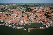 Nederland, Noord-Holland, Volendam, 14-07-2008; dorpskern met jachthaven, links Zuideinde, rechts Haven; het geheel heet 'de dijk' voor Volendamse jeugd die uitgaat, aan het Zuideinde ook cafe Het Hemeltje (cafebrand volendam); in de achtergrond polder de Purmere en Purmerend aan de verre horizon. .luchtfoto (toeslag); aerial photo (additional fee required); .foto Siebe Swart / photo Siebe Swart