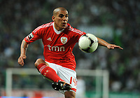 20120409: LISBON, PORTUGAL -Portuguese Liga Zon Sagres 2011/2012 - Sporting CP vs SL Benfica.<br /> In picture: Benfica's Maxi Pereira, Uruguay, controls the ball.<br /> PHOTO: Alvaro Isidoro/CITYFILES