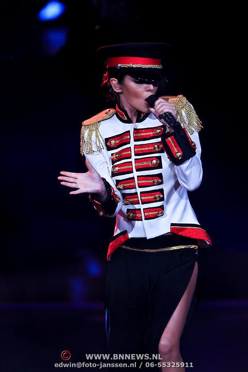 NLD/Hilversum/20100409 - 1e Live uitzending X-Factor 2010, optreden Cheryl Cole