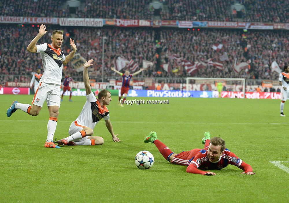 11.03.2015. Allianz Stadium, Munich, Germany. UEFA Champions League football. Bayern Munich versus Shakhtar Donetsk.  Foul on Mario Gotze (Bayern)  with the penalty given