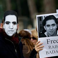 Manifestazione contro l'esecuzione capitale del blogger saudita Raif Badawi