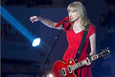 Nov 06-2012 Taylor Swift performing