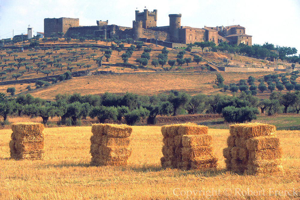 SPAIN, CASTILE-LA MANCHA Oropesa Castle National Parador