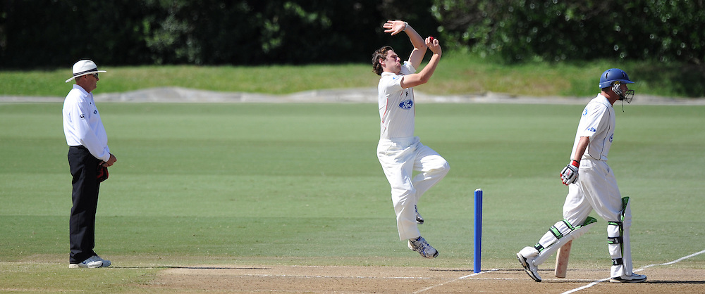 Canterbury's Matthew Henry bowling during the Plunket Shield domestic cricket match, Auckland Aces v Canterbury Wizards. Colin Maiden Park, Auckland. Wednesday 30 March 2011. Photo: Andrew Cornaga/photosport.co.nz