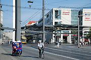 Straßenbahnhaltestelle am Postplatz, Altstadt, Dresden, Sachsen, Deutschland | Tram station on Postplatz, Dresden, Saxony, Germany,
