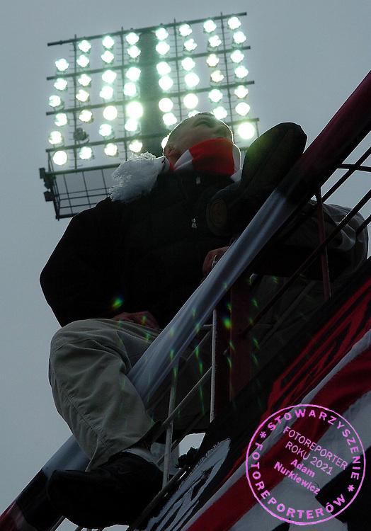 n/z.: Kibice Cracovii podczas meczu ligowego Cracovia Krakow (czerwono-biale) - Wisla Krakow (czerwone) 1:1 , I liga polska , 19 kolejka sezon 2005/2006 , pilka nozna , Polska , Krakow , 12-03-2006 , fot.: Adam Nurkiewicz / mediasport..Cracovia's supporters during Polish league first division soccer match in Cracow. March 12, 2006 ; Cracovia Krakow (red-white) - Wisla Krakow (red) 1:1 ; first division , 19 round season 2005/2006 , football , Poland , Cracow ( Photo by Adam Nurkiewicz / mediasport )