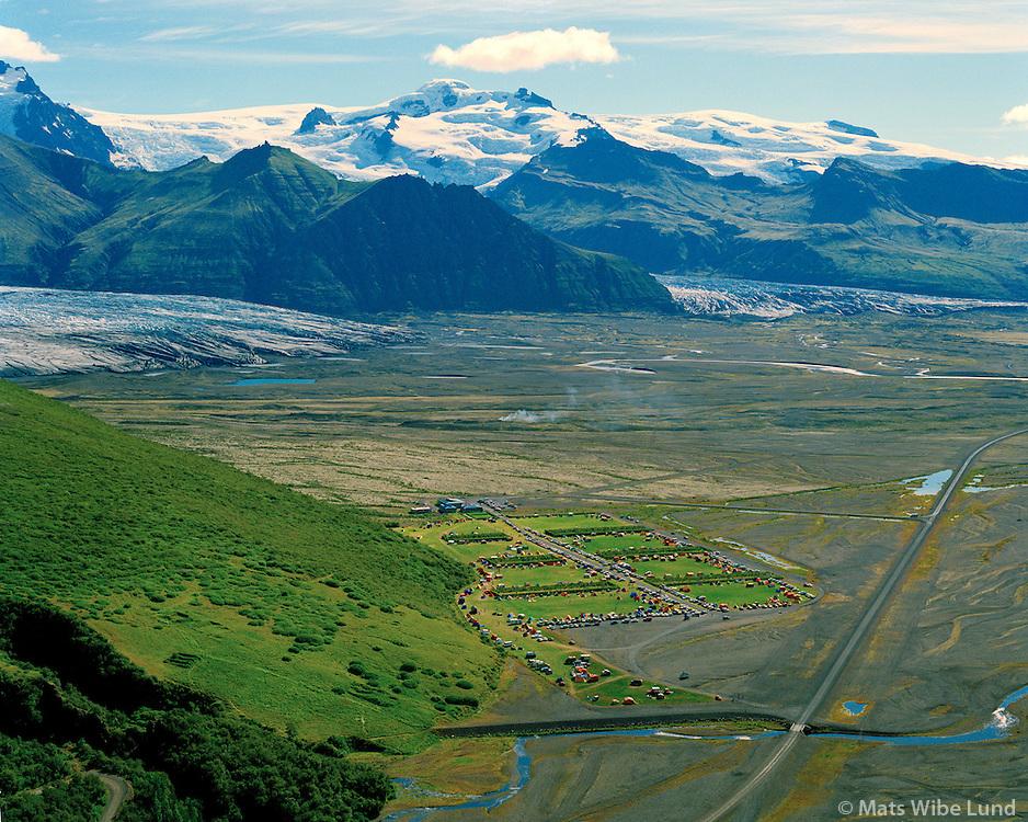 Tjaldstæðið Skaftafell, Hafrafell, Hvannadalshnúkur og  Öræfajökull í baksýni, Hofshreppur  /  Campingground Skaftafell, Hafrafell mountain and Hvannadalshnukur Icelands highest mountain - i.e. the top of Oraefajokull glacier in background. Hofshreppur