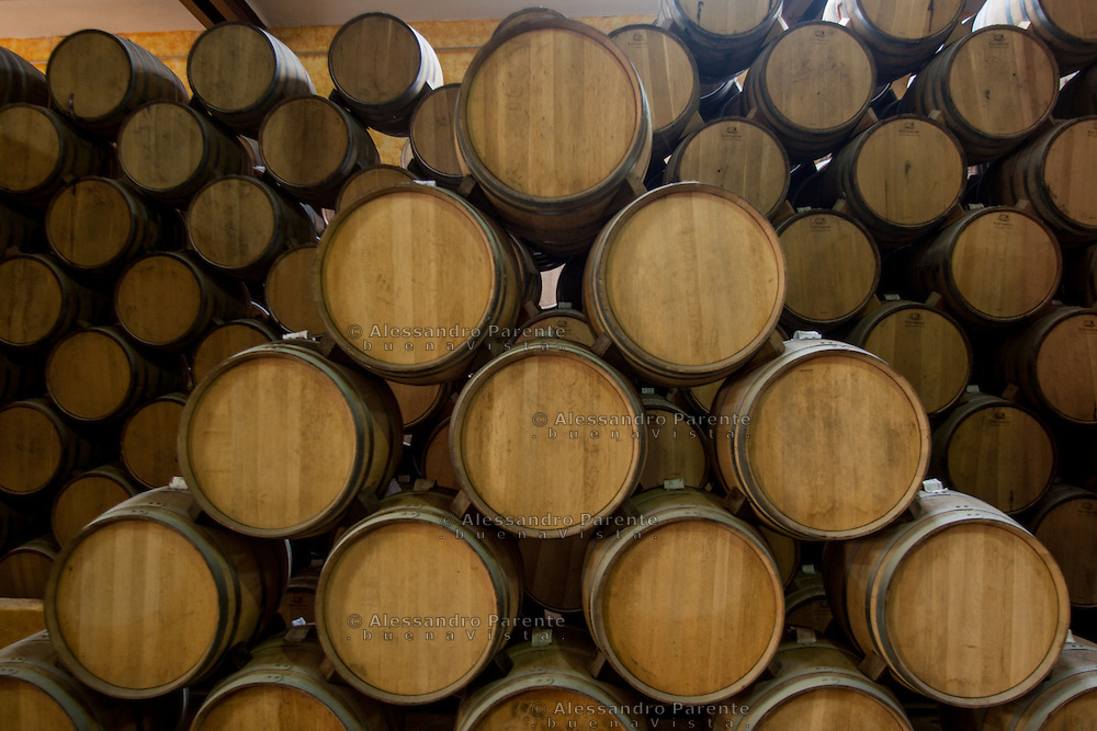 Botti nella fabbrica Jose Cuervo<br /> Barrels inside Jose Cuervo Factory.<br /> Tequila, Jalisco, Mexico