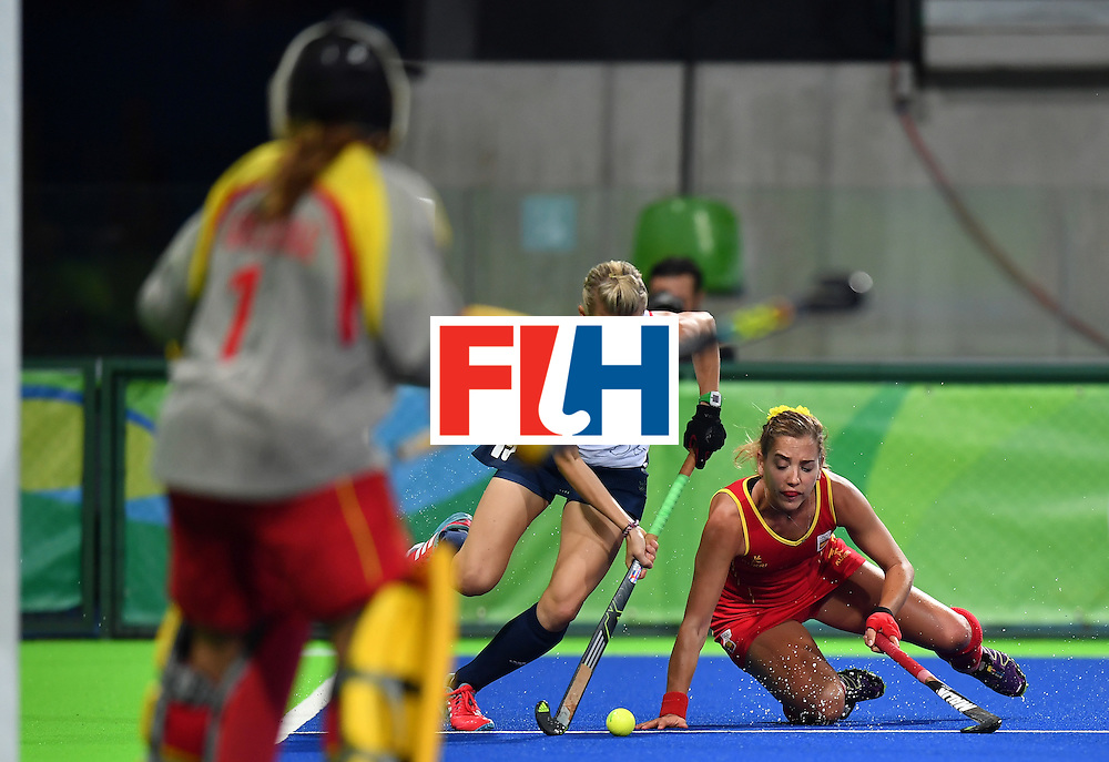 Spain's Carlota Petchame (R) vies with Britain's Alex Danson during the women's quarterfinal field hockey Britain vs Spain match of the Rio 2016 Olympics Games at the Olympic Hockey Centre in Rio de Janeiro on August 15, 2016. / AFP / MANAN VATSYAYANA        (Photo credit should read MANAN VATSYAYANA/AFP/Getty Images)