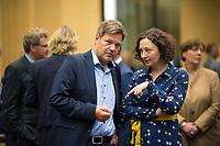 DEU, Deutschland, Germany, Berlin,22.09.2017: Dr. Robert Habeck (Grüne), Umweltminister in Schleswig-Holstein, und Berlins Wirtschaftssenatorin Ramona Pop (Grüne) vor einer Sitzung im Bundesrat.