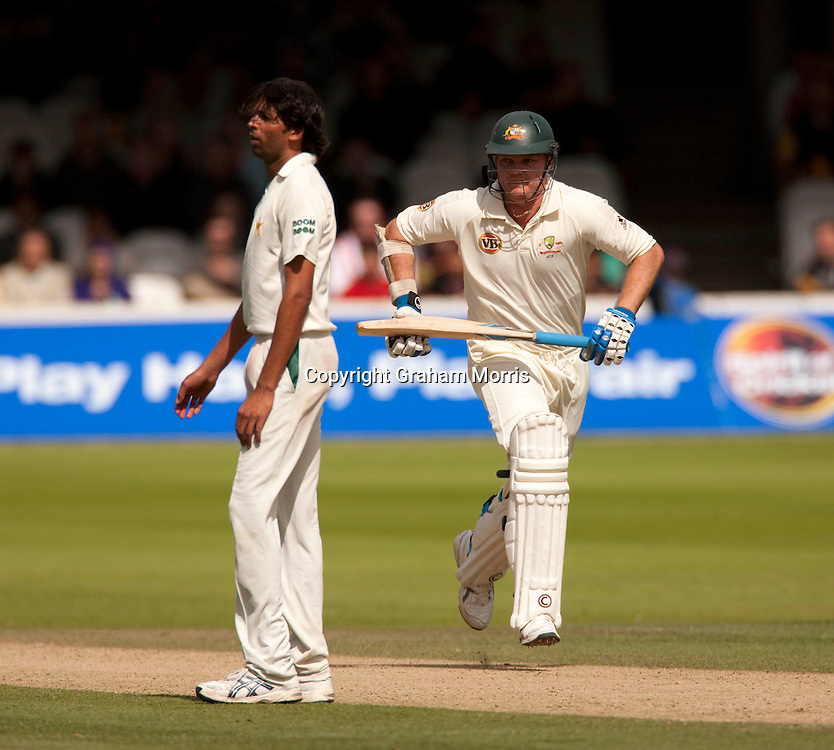 Doug Bollinger runs past bowler Mohammad Asif during the MCC Spirit of Cricket Test Match between Pakistan and Australia at Lord's.  Photo: Graham Morris (Tel: +44(0)20 8969 4192 Email: sales@cricketpix.com) 15/07/10