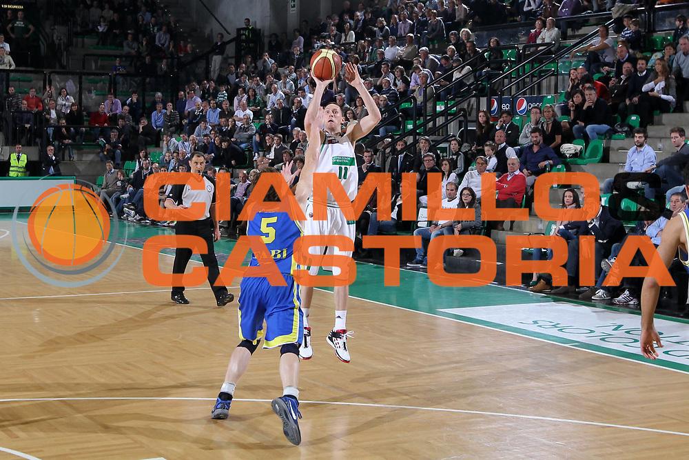 DESCRIZIONE : Treviso Lega A 2011-12 Benetton Treviso Fabi Shoes Montegranaro<br /> GIOCATORE : Jobey Thomas<br /> SQUADRA : Benetton Treviso Fabi Shoes Montegranaro<br /> EVENTO : Campionato Lega A 2011-2012 <br /> GARA : Benetton Treviso Fabi Shoes Montegranaro<br /> DATA : 24/03/2012<br /> CATEGORIA : Tiro<br /> SPORT : Pallacanestro <br /> AUTORE : Agenzia Ciamillo-Castoria/G.Contessa<br /> Galleria : Lega Basket A 2011-2012 <br /> Fotonotizia : Treviso Lega A 2011-12 Benetton Treviso Fabi Shoes Montegranaro<br /> Predfinita :