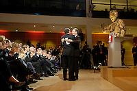 """21 NOV 2005, BERLIN/GERMANY:<br /> Gerhard Schroeder, SPD, scheidender Bundeskanzler, und Franz Muentefering, SPD, scheidender Fraktionsvorsitzender und desgi. Bundesarbeitsminister, umarmen sich, nach Muenteferings Rede, vor den ehemaligen und scheidenden Ministern und den Mitgliedern der Fraktion, waehrend der Veranstaltung """"Danke, Kanzler!"""" der SPD Bundestagsfraktion, am letzten Amtstag von Gerhard Schroeder als Bundeskanzler, Willy-Brandt-Haus<br /> IMAGE: 20051121-01-034<br /> KEYWORDS: Gerhard Schröder, Franz Müntefering, Willy Brandt Statue"""