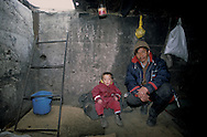 Mongolia. Ulaanbaatar. family living underground because of the cold. Nemjo and his sohn  Oulan Bator    street children leaving in underground sewers and heating pipes, the only place where kids can survive in the winter temperature of -30º     / famille des rues vivant sous terre a cause du froid. Niemjo qui travaille a la soup kitchen  et son fils    Oulan Bator   enfants des rues vivants sous terre dans les circuits de chauffage et les egouts   / R20161/    L0006984  /  P107465