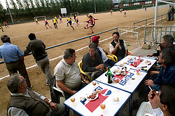 Barcelona,Spain.Fans breakfast durnin the match. ©Carmen Secanella.