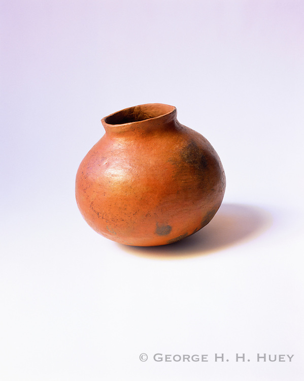 0121-1008 ~ Copyright: George H.H. Huey ~  Sinagua culture Brownware olla [12th-14th century]. Northerrn Arizona. National Park Service Collections.