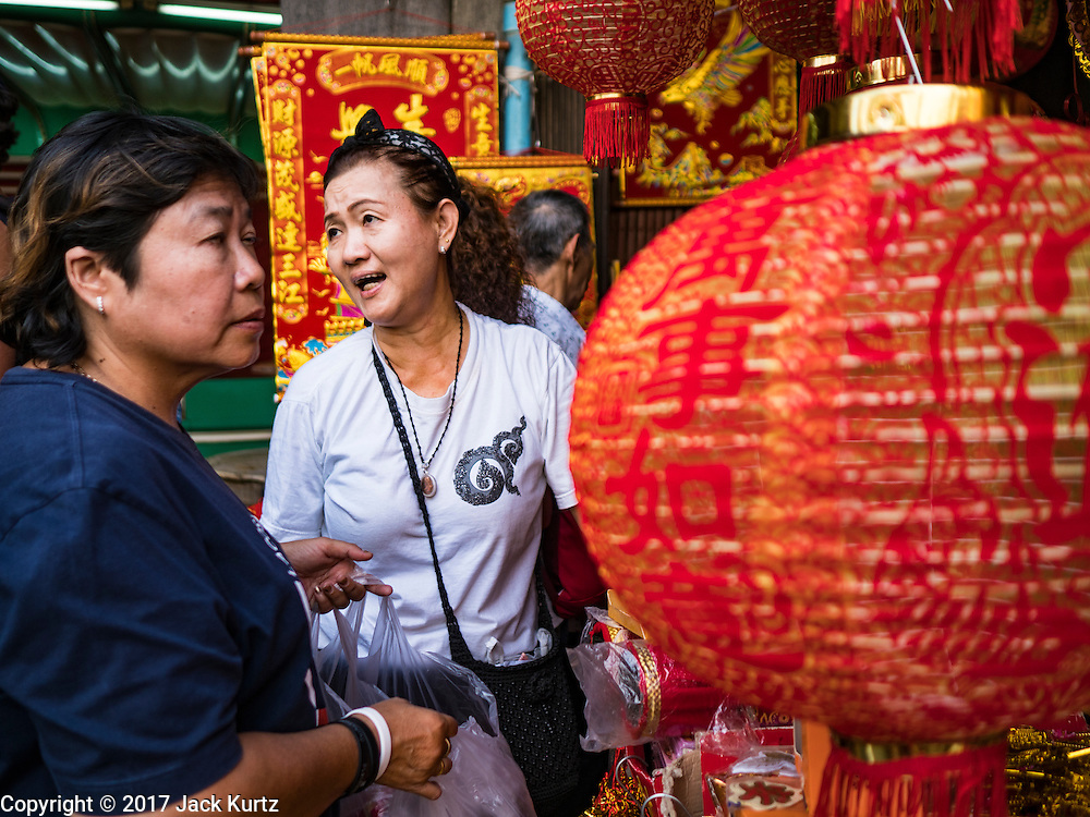 """18 JANUARY 2017 - BANGKOK, THAILAND: People shop for Chinese New Year lanterns in Bangkok's Chinatown district. Chinese New Year, also called Lunar New Year or Tet (in Vietnamese communities) starts Saturday, 28 January. The coming year will be the """"Year of the Rooster."""" Thailand has the largest overseas Chinese population in the world; about 14 percent of Thais are of Chinese ancestry and some Chinese holidays, especially Chinese New Year, are widely celebrated in Thailand.      PHOTO BY JACK KURTZ"""