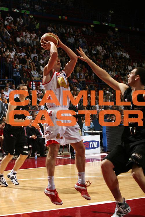 DESCRIZIONE : Milano Lega A1 2006-07 Playoff Semifinale Gara 1 Armani Jeans Milano VidiVici Virtus Bologna<br /> GIOCATORE : Massimo Bulleri<br /> SQUADRA : Armani Jeans Milano<br /> EVENTO : Campionato Lega A1 2006-2007 Playoff Semifinale Gara 1<br /> GARA : Armani Jeans Milano VidiVici Virtus Bologna<br /> DATA : 30/05/2007 <br /> CATEGORIA : Tiro<br /> SPORT : Pallacanestro <br /> AUTORE : Agenzia Ciamillo-Castoria/M.Marchi