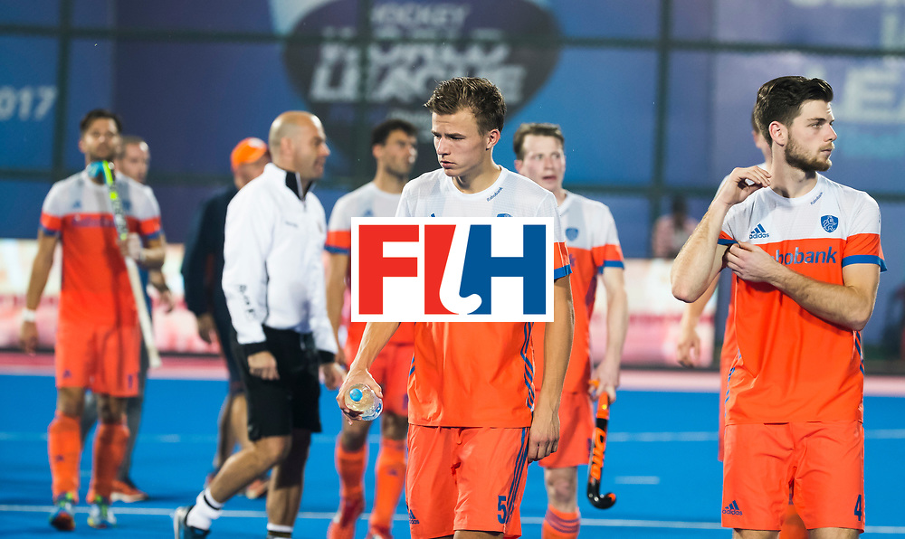 BHUBANESWAR -  Teleurstelling bij Thijs van Dam (Ned) en rechts Lars Balk (Ned)  na de Hockey World League Finals , de kwartfinale wedstrijd Duitsland-Nederland (3-3).Duitsland wint na shoot-outs.   COPYRIGHT KOEN SUYK