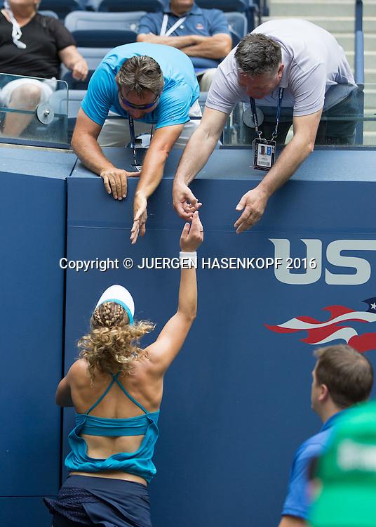 L-R. Paul Davis und Physiotherapeut Wilfried Lenz gratulieren LAURA SIEGEMUND (GER) und MATE PAVIC (CRO), Mixed Doubles Final,<br /> <br /> Tennis - US Open 2016 - Grand Slam ITF / ATP / WTA -  USTA Billie Jean King National Tennis Center - New York - New York - USA  - 9 September 2016.