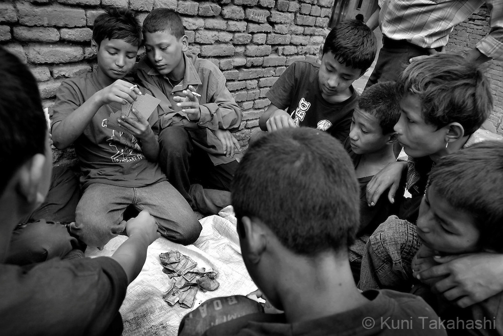 Street children bet money by playing cards in Kathmandu, Nepal, on May 2010.<br /> Photo by Kuni Takahashi
