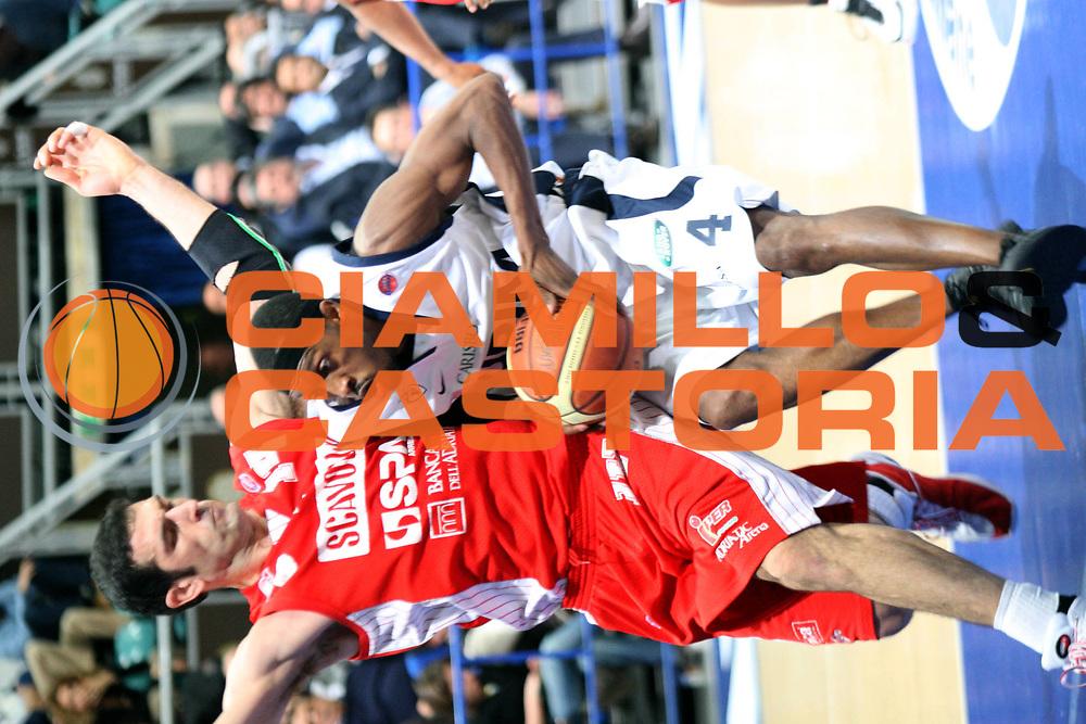 DESCRIZIONE : Bologna Lega A1 2007-08 Upim Fortitudo Bologna Scavolini Spar Pesaro <br /> GIOCATORE : Horace Jenkins <br /> SQUADRA : Upim Fortitudo Bologna <br /> EVENTO : Campionato Lega A1 2007-2008 <br /> GARA : Upim Fortitudo Bologna Scavolini Spar Pesaro <br /> DATA : 16/03/2008 <br /> CATEGORIA : Penetrazione <br /> SPORT : Pallacanestro <br /> AUTORE : Agenzia Ciamillo-Castoria/L.Villani