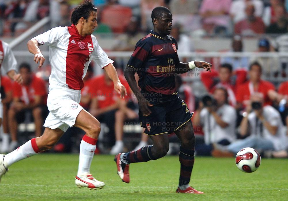 04-08-2007 VOETBAL: LG AMSTERDAM TOURNAMENT: AJAX - ARSENAL: AMSTERDAM<br /> Ajax verliest met 1-0 van Arsenal / Emmanuel Eboue en George Ogararu<br /> &copy;2007-WWW.FOTOHOOGENDOORN.NL