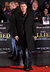 © Licensed to London News Pictures. 21/11/2016. London, UK. Actor BRAD PITT arrives at the Allied UK film premiere at Odeon Leicester Square, London. The film follows two assassins who fall in love during a mission to kill a Nazi official during World War II. Photo credit: Ray Tang/LNP