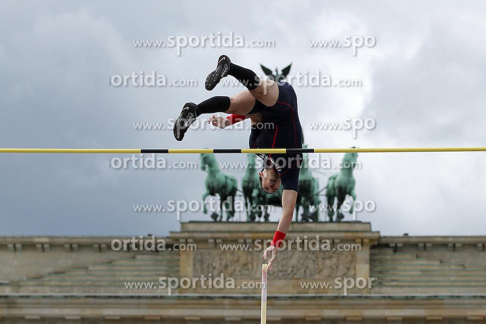 05.09.2015, Brandenburger Tor, Berlin, GER, Leichtathletik Meeting, Berlin fliegt, im Bild Kevin Menaldo (FRA) // during the Athletics Meeting &quot;Berlin flies&quot; at the Brandenburger Tor in Berlin, Germany on 2015/09/05. EXPA Pictures &copy; 2015, PhotoCredit: EXPA/ Eibner-Pressefoto/ Fusswinkel<br /> <br /> *****ATTENTION - OUT of GER*****
