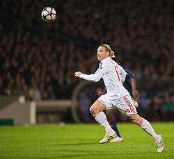 LYON, FRANCE - Wednesday, November 4, 2009: Liverpool's Andriy Voronin in action against Olympique Lyonnais during the UEFA Champions League Group E match at Stade Gerland. (Pic by David Rawcliffe/Propaganda)