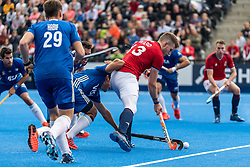 Sam Ward of Great Britain Men is tackled by Nicolas Cicileo of Argentina Men during the 2019 Men's FIH Pro League match at Lee Valley Hockey Centre, Stratford<br /> Picture by Simon Parker/Focus Images Ltd <br /> 18/05/2019