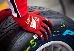 07.07.2011, Silverstone Circuit, Silverstone, GBR, F1, Großer Preis von Großbritannien, Silverstone, im Bild Feature ein Arm eines Ferrari Mechanikers mit einem Formel 1 Pirelli Reifen // Feature is an arm of a Ferrari mechanic with a Formula 1 Pirelli tire during the Formula One Championships 2011 British Grand Prix held at the Silverstone Circuit, Northamptonshire, United Kingdom, 2011-07-07, EXPA Pictures © 2011, PhotoCredit: EXPA/ J. Feichter