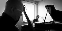 Frá æfingu jazztríó Árna Heiðars (vinnuheiti DIM 41). Gunnar Hrafnsson á Kontrabassa og Árni Heiðar Karlsson á Píanó.