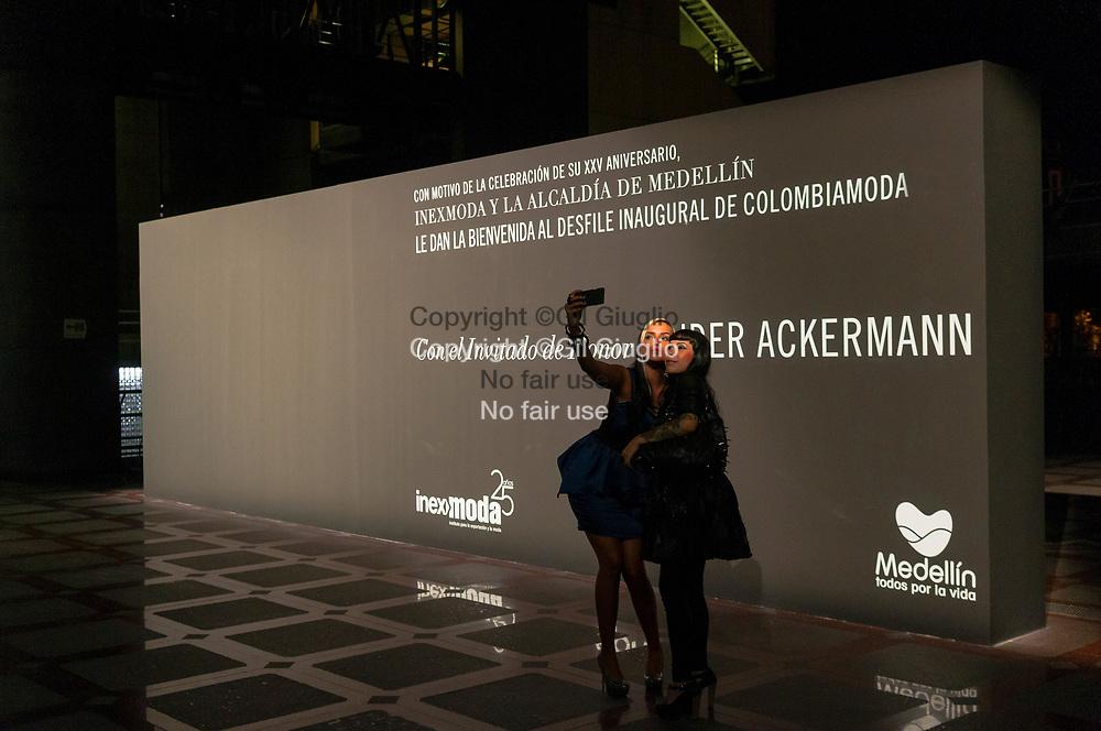 Colombie, Antioquia, Medellin, salon de la mode Colombiamoda, Immeuble intelligent d'EPM en centre-ville, soirée défilé Haider Ackermann // Colombia, Antioquia, Medellin, Colombiamoda fashion  days, Intelligent Building of EPM company, event and place of the Haider Ackermann fashion show