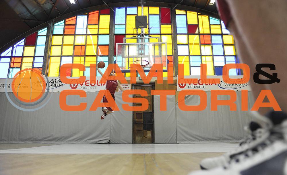 DESCRIZIONE : Championnat de France Basket Reportage La Loire La Pontoise<br /> GIOCATORE : Gautier Casse<br /> SQUADRA :  La Pontoise<br /> EVENTO : Nationale 2 2010-2011<br /> GARA : <br /> DATA : 19/01/2011<br /> CATEGORIA : Basketbal France Nationale 2<br /> SPORT : Basketball<br /> AUTORE : JF Molliere par Agenzia Ciamillo-Castoria <br /> Galleria : France Basket 2010-2011 Reportage<br /> Fotonotizia : Championnat de France Nationale 2  La Pontoise La Loire &agrave; Saint Just Saint Rambert <br /> Predefinita