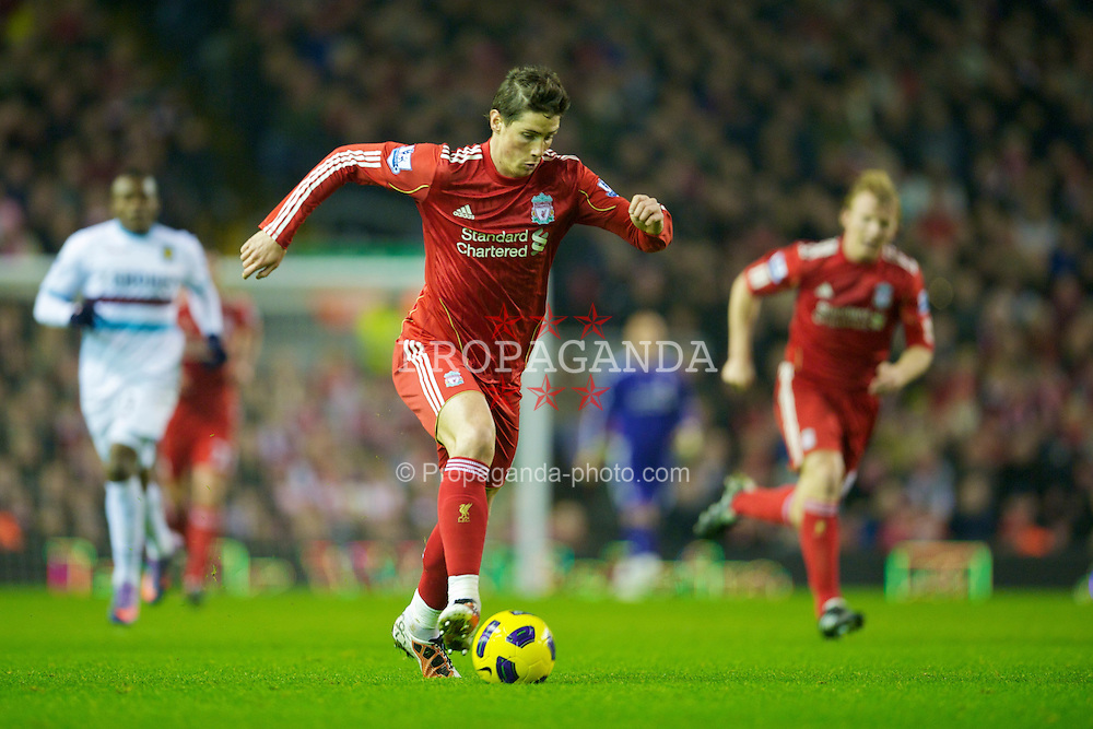 LIVERPOOL, ENGLAND - Saturday, November 20, 2010: Liverpool's Fernando Torres in action against West Ham United during the Premiership match at Anfield. (Photo by: David Rawcliffe/Propaganda)