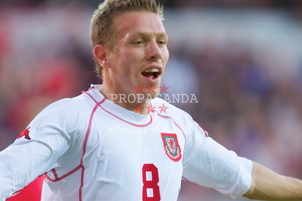 OSLO, NORWAY - Wednesday, September 5, 2001: Wales' Craig Bellamy celebrates scoring the second goal during the FIFA World Cup 2002 Qualifying Group 5 match against Norway at the Ullevaal Stadion. (Pic by David Rawcliffe/Propaganda)