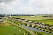Nederland, Zuid-Holland, Hoofddorp, 08-09-2006;  ; het eigen hogesnelheidspoor van de HSL begint direct na Station Hoofddorp met een fly-over ter hoogte van het rangeeerterrein; links aan de horizon de kantoorhoogbouw rond het station;.bouw, transport, infrastructuur, verkeer en vervoer, mobiliteit, hogesnelheidslijn, spoor, rail, HSL, TGV, planologie ruimtelijke ordening, landschap;.zie ook andere foto's van deze lokatie (lucht en panorama); deel van de serie Panorama Nederland.luchtfoto (toeslag); aerial photo (additional fee required); .foto Siebe Swart / photo Siebe Swart