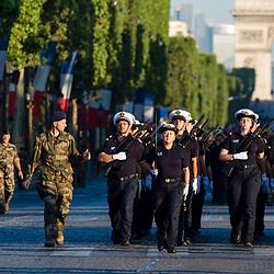Pr&eacute;paratifs et r&eacute;p&eacute;titions matinales sur les champs Elys&eacute;es des unit&eacute;s qui participeront au d&eacute;fil&eacute; &agrave; pied du 14 juillet 2018 sur le th&egrave;me de la &laquo; Fraternit&eacute; d'armes &raquo;.<br /> Juillet 2018 / Paris (75) / FRANCE