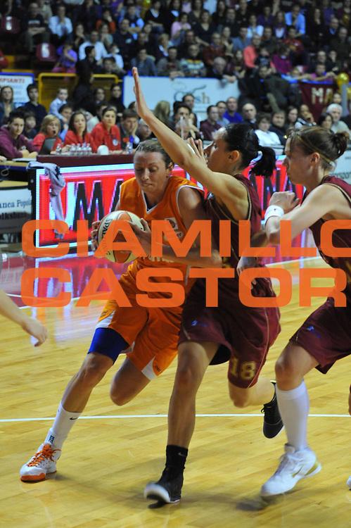 DESCRIZIONE : Venezia Lega A1 Femminile 2009-10 Coppa Italia Finale Famila Wuber Schio Umana Reyer Venezia<br /> GIOCATORE : Laura Macchi<br /> SQUADRA : Famila Wuber Schio Umana Reyer Venezia<br /> EVENTO : Campionato Lega A1 Femminile 2009-2010 <br /> GARA : Famila Wuber Schio Umana Reyer Venezia<br /> DATA : 07/03/2010 <br /> CATEGORIA : Penetrazione<br /> SPORT : Pallacanestro <br /> AUTORE : Agenzia Ciamillo-Castoria/M.Gregolin<br /> Galleria : Lega Basket Femminile 2009-2010 <br /> Fotonotizia : Venezia Lega A1 Femminile 2009-10 Coppa Italia Finale Famila Wuber Schio Umana Reyer Venezia<br /> Predefinita :