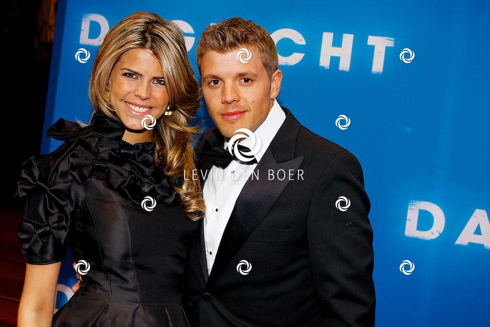 AMSTERDAM - In het Tuschinski Theater is de Nederlandse Triller 'Daglicht' in Premiere gegaan. Met op de foto  Kim Kötter met haar partner Jaap Reesema. FOTO LEVIN DEN BOER - PERSFOTO.NU