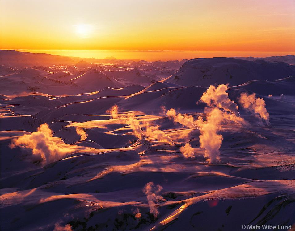 Hrafntinnusker séð til suðurs. / Hrafntinnusker geothermal fields in the central highlands east of Hekla.