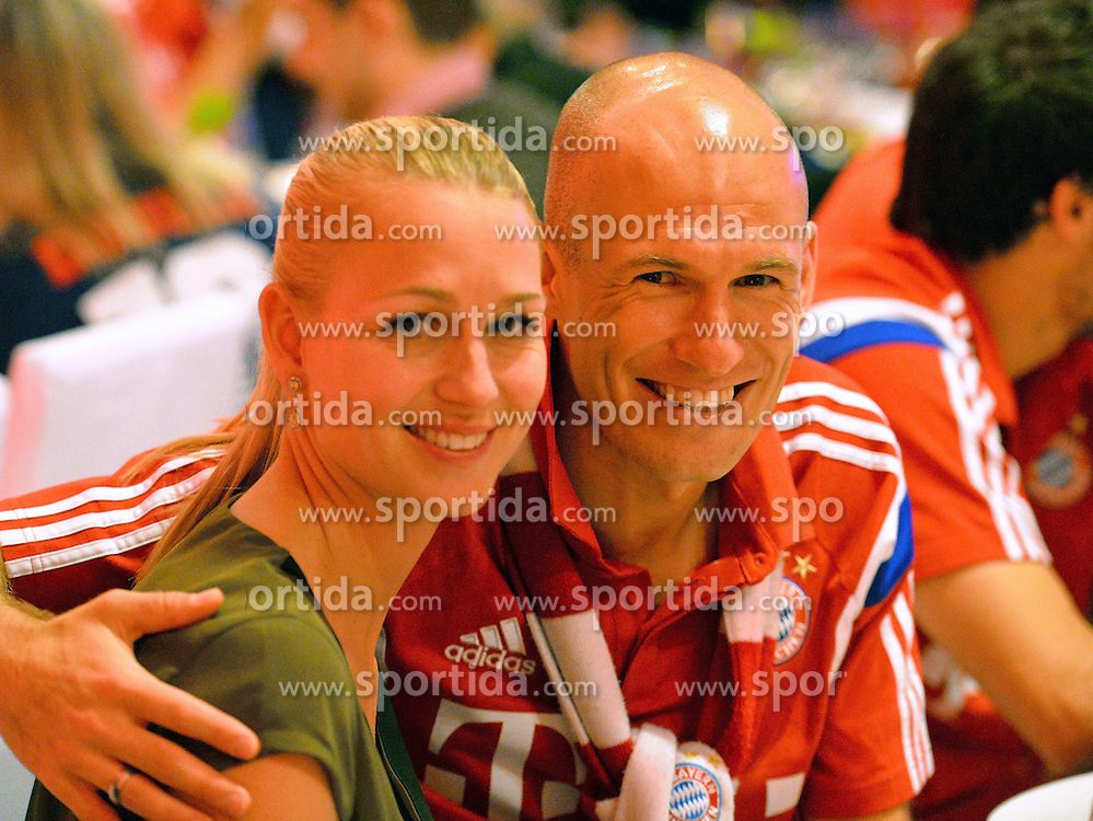 17.05.2014, T Com, Berlin, GER, DFB Pokal, Bayern Muenchen Pokalfeier, im Bild Arjen Robben and Bernadien Robben Arjen Robben, Bernadien Robben, // during the FC Bayern Munich &quot;DFB Pokal&quot; Championsparty at the T Com in Berlin, Germany on 2014/05/17. EXPA Pictures &copy; 2014, PhotoCredit: EXPA/ Eibner-Pressefoto/ EIBNER<br /> <br /> *****ATTENTION - OUT of GER*****
