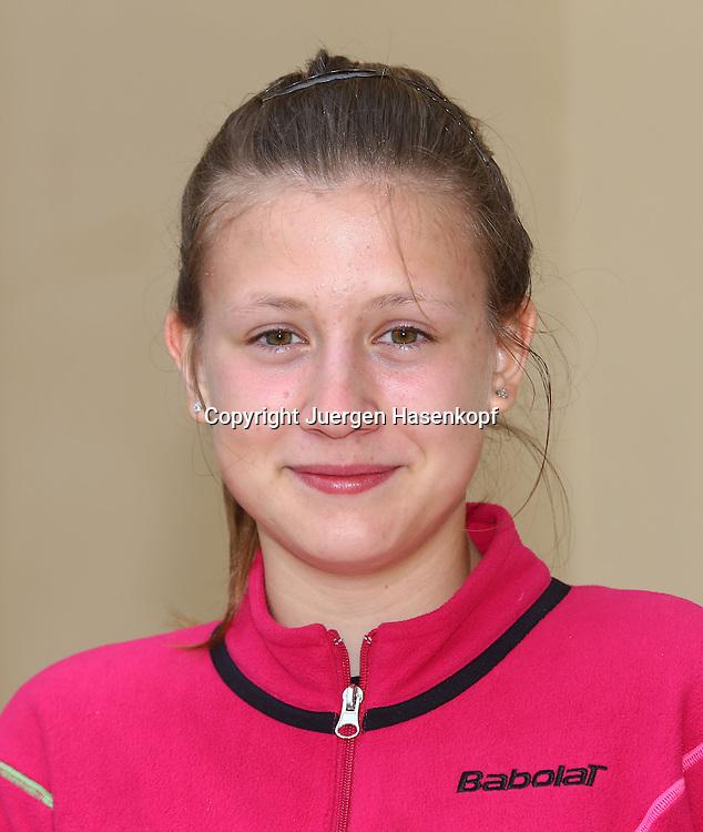 Juniorenspielerin Anna Gabric (GER),.Nachwuchs,Junior,Einzelbild,Halbkoerper,Portrait,.Hochformat,DTB Lehrgang,