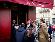 Staatsbezoek aan Frankrijk dag 2 - cafe Le Carillon<br /> <br /> State Visit to France Day 2 - cafe Le Carillon<br /> <br /> Op de foto / On the photo:  Koning Willem-Alexander en koningin M&aacute;xima hebben in Parijs een bezoek gebracht aan caf&eacute; Le Carillon. Het caf&eacute; was doelwit van een van de aanslagen van 13 november vorig jaar.<br /> <br /> King Willem-Alexander and Queen M&aacute;xima have visited Paris bar Le Carillon. The cafe was the target of one of the attacks on November 13 last year.