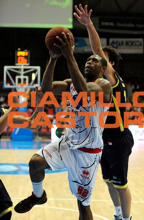 DESCRIZIONE : Bologna Lega Basket A2 2011-12 Morpho Basket Piacenza Tezenis Verona<br /> GIOCATORE : Dwayne Anderson<br /> CATEGORIA : Tiro<br /> SQUADRA : Morpho Basket Piacenza<br /> EVENTO : Campionato Lega A2 2011-2012<br /> GARA : Morpho Basket Piacenza Tezenis Verona<br /> DATA : 05/05/2012<br /> SPORT : Pallacanestro<br /> AUTORE : Agenzia Ciamillo-Castoria/A.Giberti<br /> Galleria : Lega Basket A2 2011-2012 <br /> Fotonotizia : Bologna Lega Basket A2 2011-12 Morpho Basket Piacenza Tezenis Verona<br /> Predefinita :