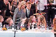 AMSTERDAM - Koningin Maxima is aanwezig bij de opnames van het kerstgala van de BZT Show, een kinderprogramma van KRO-NCRV. Het gala wordt mede georganiseerd door Stichting Meer Muziek in de Klas, waar de koningin erevoorzitter van is. AMSTERDAM - Aankomst Maxima en Santa queen maxima in carre in amsterdam met de kerstman 'BZT' TV Show Christmas special, Amsterdam, The Netherlands - 09 Dec 2016 copyrigfht robin utrecht